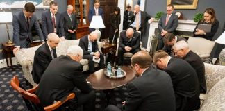 VP Mike Pence and coronavirus-task-force praying